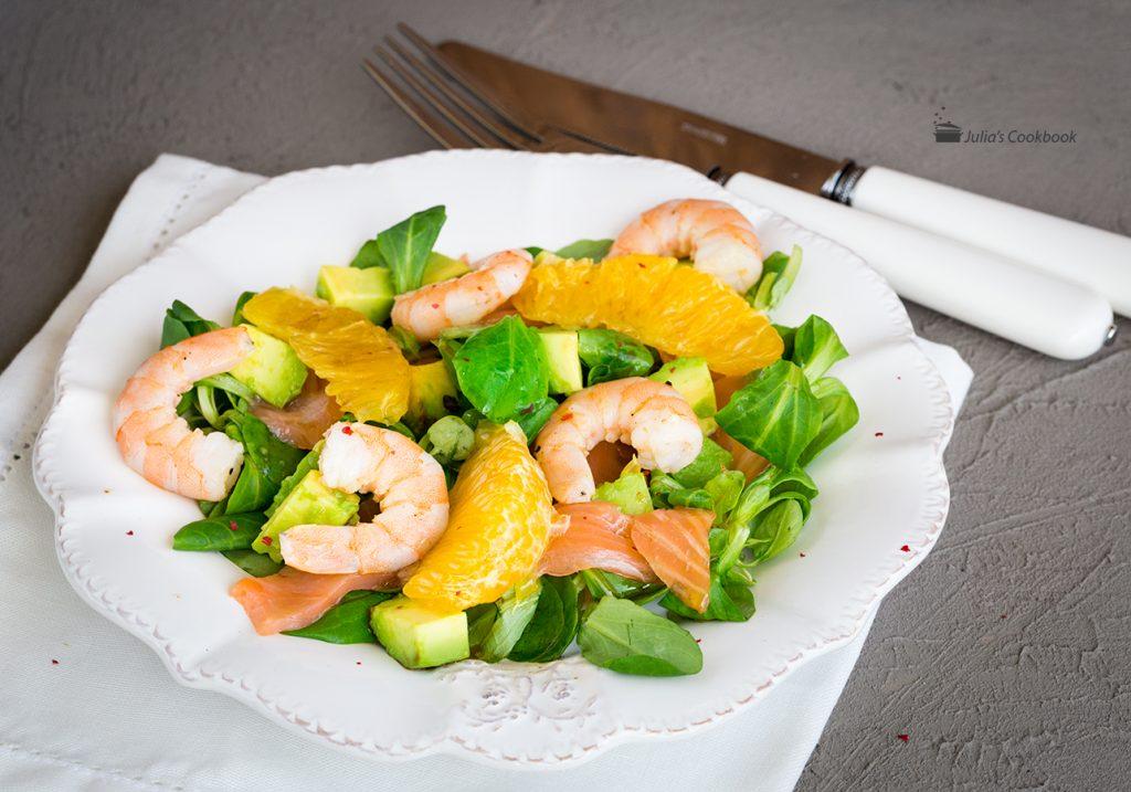 Салат рис креветки авокадо