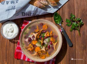Фасолевый суп с лисичками