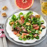 Салат с грейпфрутом и теплой уткой